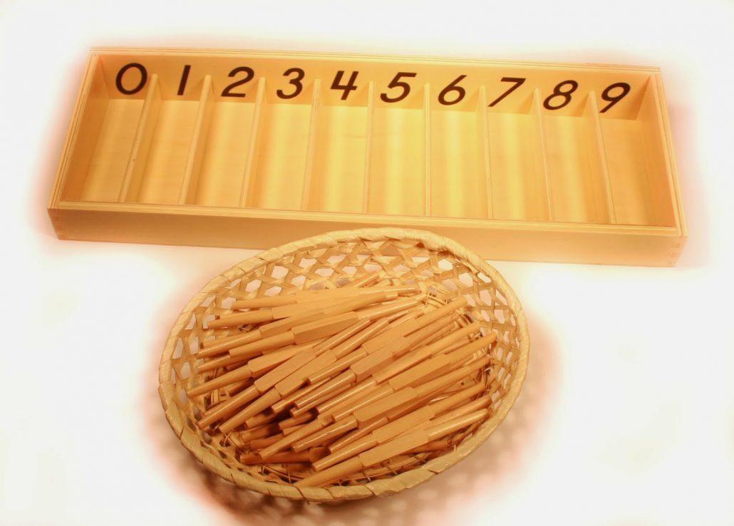 Caja de husos: material Montessori para la correspondencia uno a uno